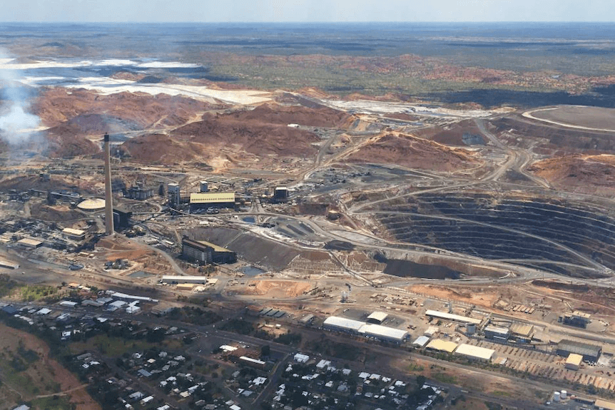Mount Isa Mines says has more than 200 job vacancies, many of them are technical roles like engineering.(ABC News: Harriet Tatham)